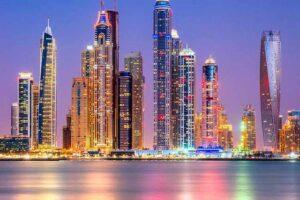 دبي تعيد إغلاق المقاهي والمطاعم للمرة تانية